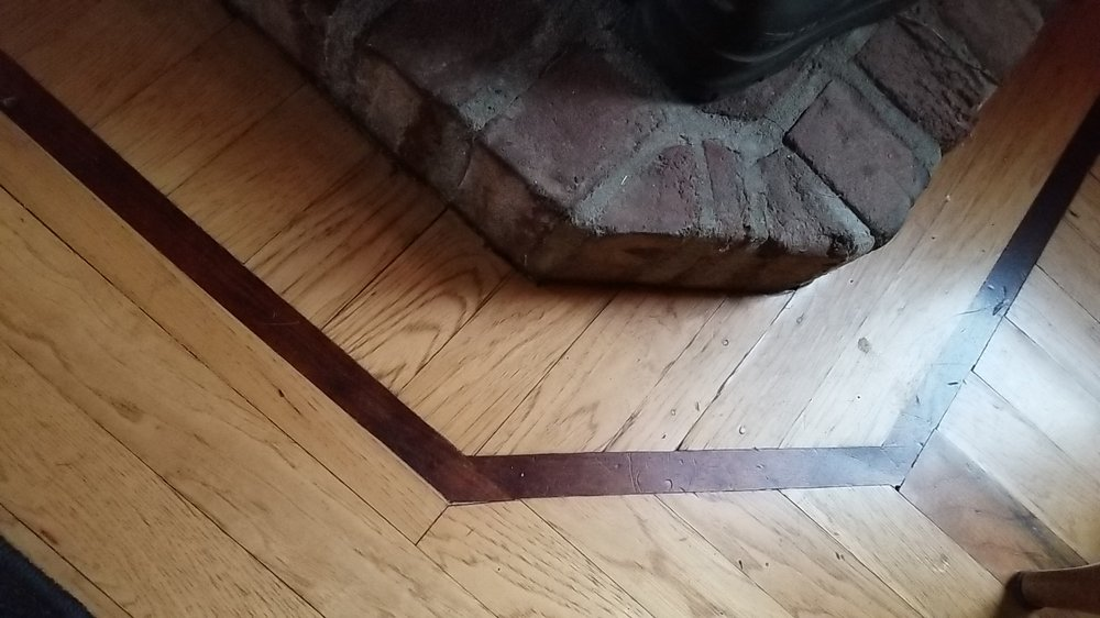 Bild Wood Floor - Walnut Feature Strip with Hickory